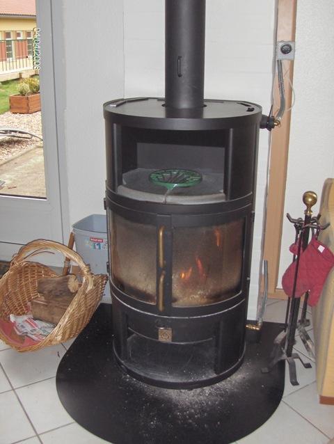 poele a bois avec repartiteur de chaleur id e int ressante pour la conception de meubles en. Black Bedroom Furniture Sets. Home Design Ideas